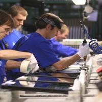 lavoro-operai-in-fabbrica-1