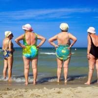 anziani a mare