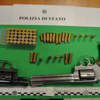 Foto Pistole e munizioni