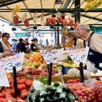 Obst- und Gemüsestand auf dem Rialtomarkt, Venedig, Venetien, Italien