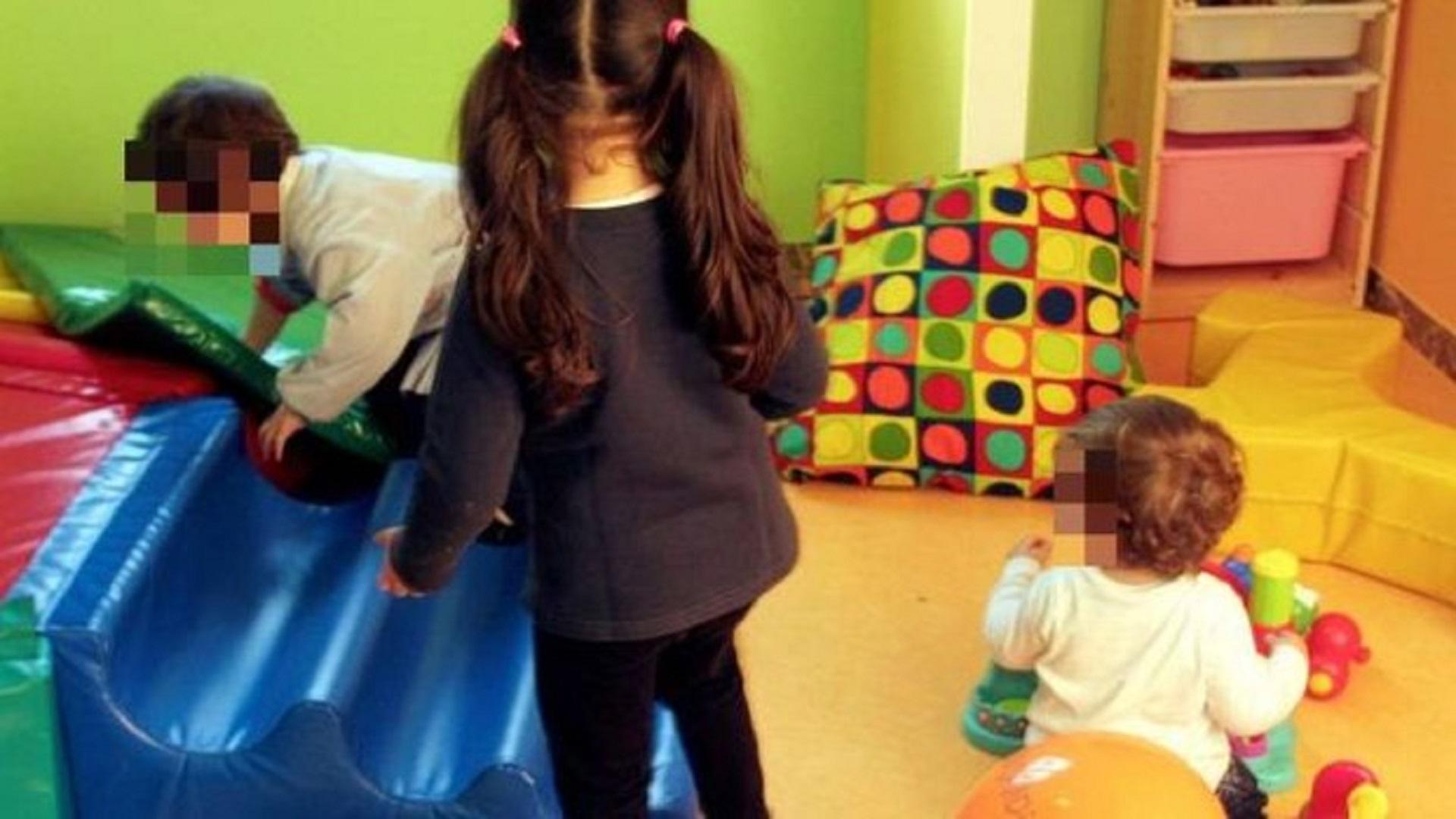 Salerno, schiaffeggiava e maltrattava i suoi alunni, sospesa maestra d'asilo