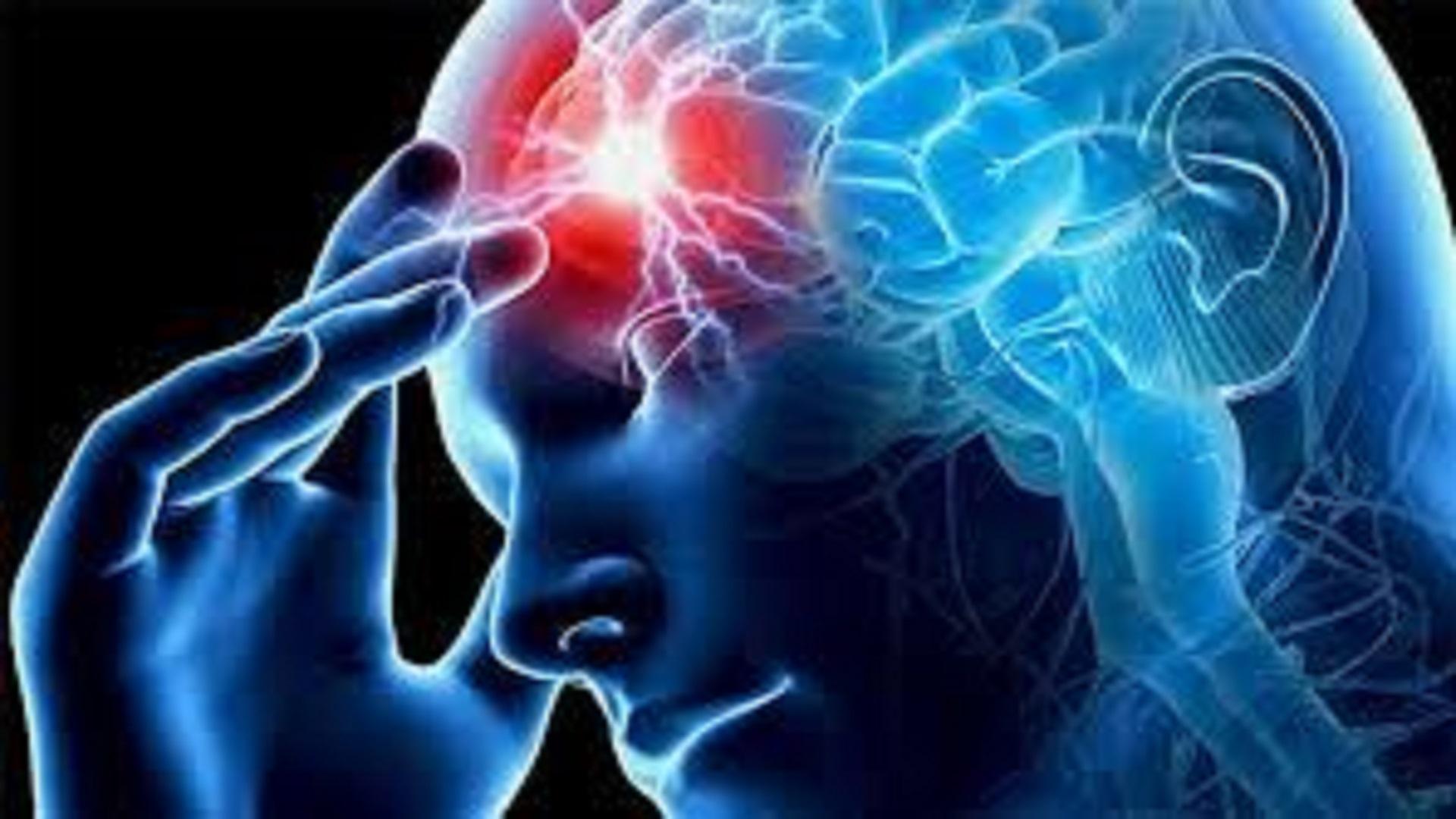 """Roma, 5 apr. (askanews) - In Italia, l'ictus colpisce circa 120mila persone ogni anno. È il più grande produttore di disabilità grave in tutti i paesi sviluppati, incluso il nostro, nonché la seconda causa di morte, con l'11,1% di decessi. Il 30% di questi 200mila hanno come conseguenza dei deficit motori, cognitivi o di linguaggio, e necessitano di trattamento riabilitativo. Circa il 50% dei pazienti che afferiscono alla riabilitazione neurologica sono infatti pazienti con effetti di ictus. Undici persone su 100 muoiono, in seguito a un ictus, nell'arco di trenta giorni, mentre salgono a 16 quelli che non ce la fanno nell'arco di un anno. Un problema che non solo potrebbe essere fatale, ma che comporta spesso anche gravi conseguenze a lungo termine. Nel 35% dei pazienti colpiti, infatti, residua una disabilità grave. Nell'80% dei casi italiani si tratta, per l'esattezza, di ictus di tipi ischemico, mentre nel restante 20% è di natura emorragica. Secondo una recente indagine l'incidenza dell'ictus passa dallo 0,2% nella fascia 55-64 anni allo 0,8% nella fascia 65-74. Si sale al 2,2% nella fascia 75-84 sino al 3,2% degli over 84.   Se ne parlerà a Trieste, presso il Palazzo dei Congressi della Stazione Marittima, durante il 18° Congresso Nazionale della Società Italiana di Riabilitazione Neurologica – SIRN, che si apre domani e durerà fino al 7 aprile. Al centro dell'attenzione, ictus, robotica, disabilità: questi i principali filoni che verranno seguiti. Ma i temi relativi alla neuroriabilitazione che verranno trattati saranno numerosi. Cinquecento gli specialisti attesi.  La riabilitazione è un lavoro di gruppo che riguarda più professionalità: il medico, il fisioterapista, il terapista occupazionale, lo psicologo, l'infermiere, il bioingegnere. Nella SIRN, infatti, non sono iscritti solo medici, ma tutti gli operatori del team riabilitativo. """"La neuroriabilitazione – spiega Carlo Cisari, Presidente della SIRN - Società Italiana di Riabilitazione Neurologica - è la"""