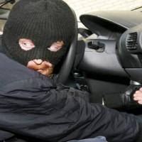 ladri in auto