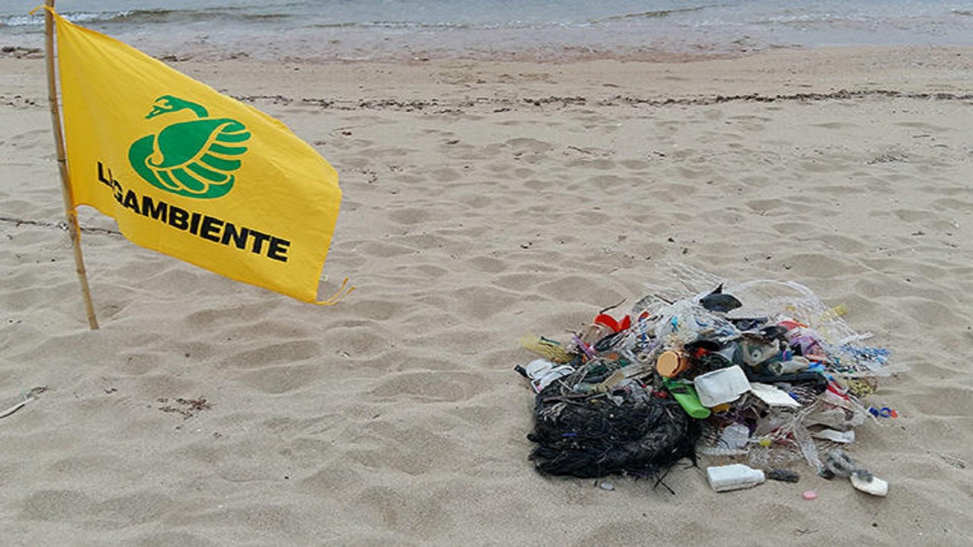 plastica-Beach-Litter-legambiente-640x420