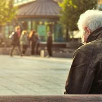 anziano panchina